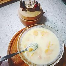 黄桃椰汁西米露