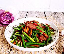 蒜苔香干炒腊肠#春天不减肥,夏天肉堆堆#的做法