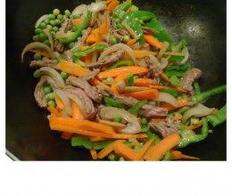 青豆青椒红萝卜炒牛肉丝的做法