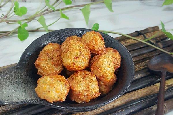 胡萝卜鸡肉鲜虾小肉丸的做法