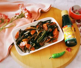 鲜贝露春日尝鲜+蕨菜炒腊肉肠的做法