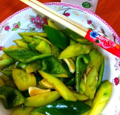 凉拌黄瓜青椒的做法