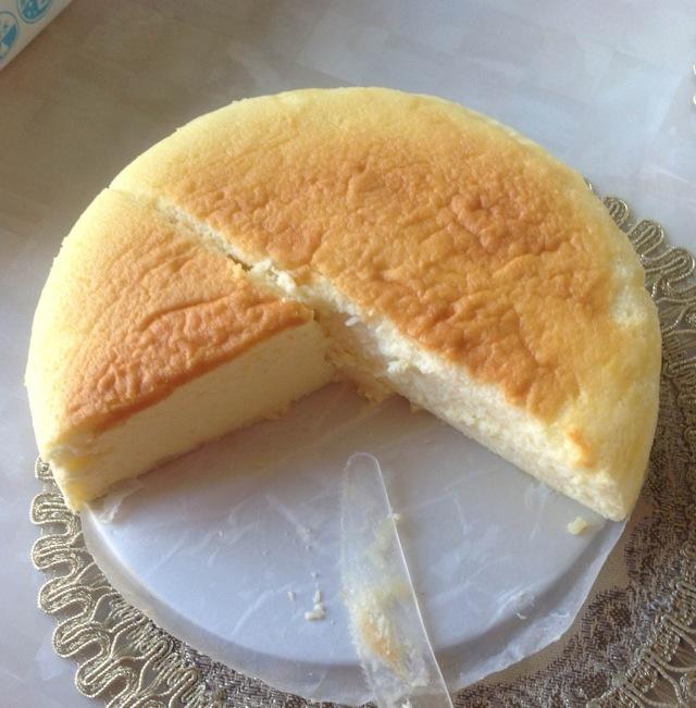 蛋糕盘水画风景
