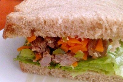 【健康早餐】铸铁锅菜谱 黑麦牛肉蔬菜三明治