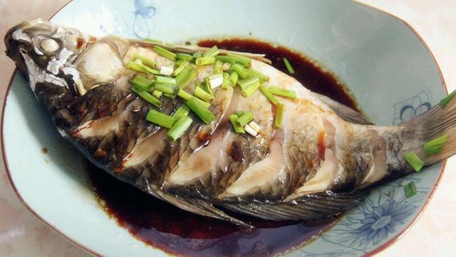 清蒸鲫鱼--菁选酱油试用的做法