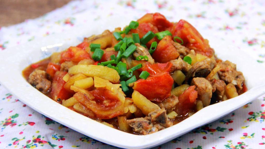 四季餐桌|土豆西红柿焖排骨