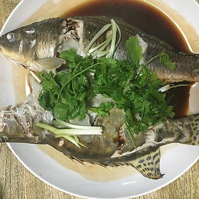 清蒸鳜鱼、小鲤鱼