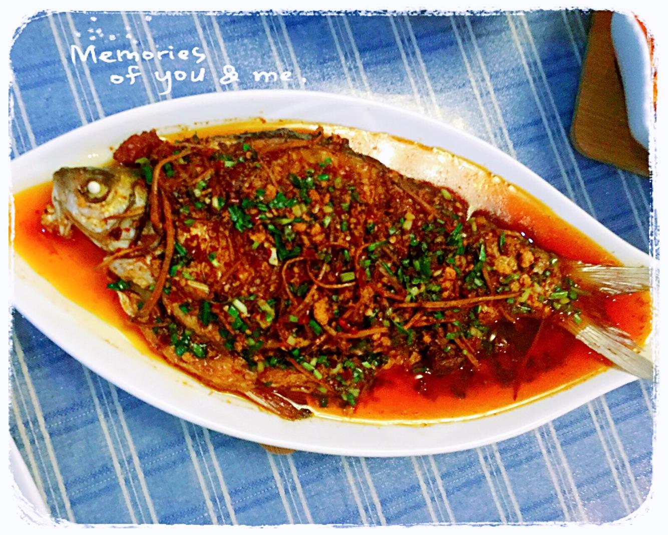 炒菜煲汤临锅时加入提鲜不口干 红烧鳊鱼的做法步骤        本菜谱的
