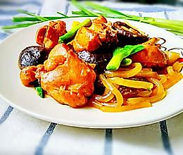 香菇焖鸡块的做法