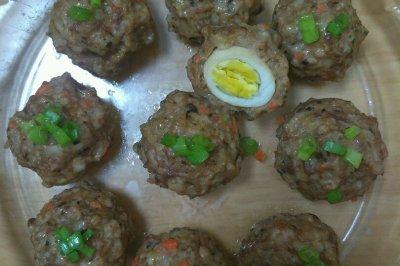 肉酿鹌鹑蛋和珍珠丸子