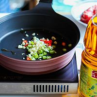 酸汤肥牛#金龙鱼营养强化维生素A纯香菜籽油#的做法图解6