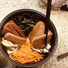 小花儿营养系列----超简单午餐肉韩式拌饭