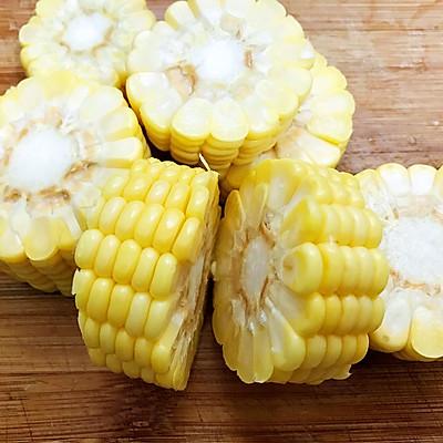 清淡不油腻——玉米胡萝卜薏仁猪展汤的做法 步骤3