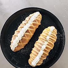 「淡奶油网纹面包」