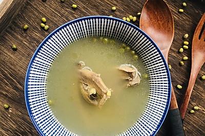 夏天消暑不能少的鸽子绿豆汤