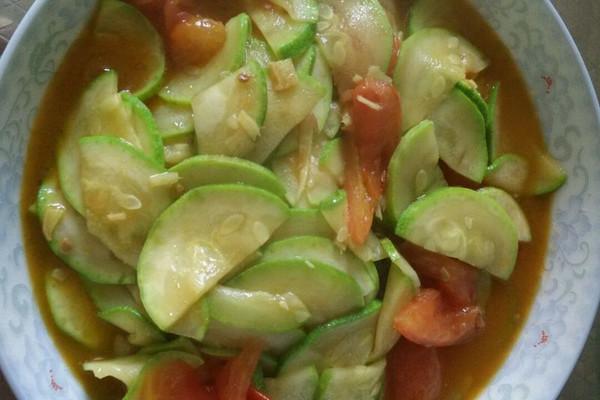 西葫芦炒西红柿的做法