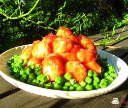 夏天拯救食欲的红绿配---茄汁虾丸的做法