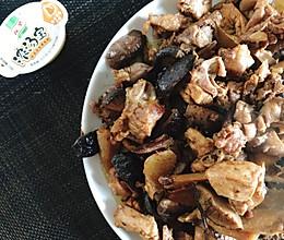 #我们约饭吧#不用加一粒盐的香菇焖鸡的做法