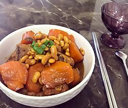 胡萝卜黄豆焖排骨的做法