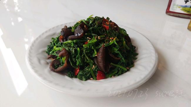 椒耳香拌芹菜叶的做法