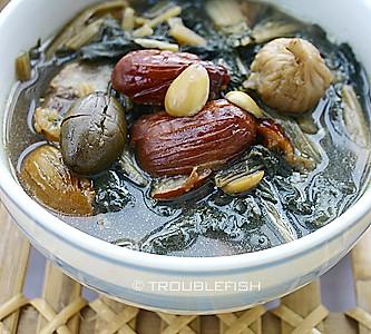 白菜干无花果猪脚汤的做法