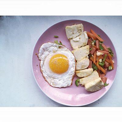 中式时蔬香肠馒头煎蛋