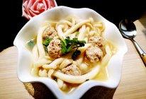 「Cathy边吃边营养」海鲜菇丸子靓汤的做法
