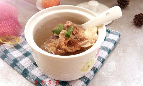 清炖土猪大骨汤的做法