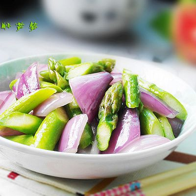 洋葱炒芦笋