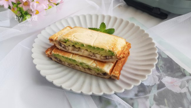 牛油果香蕉三明治的做法
