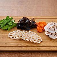 #爱妻菜谱 荷塘月色-素食小炒的做法图解1