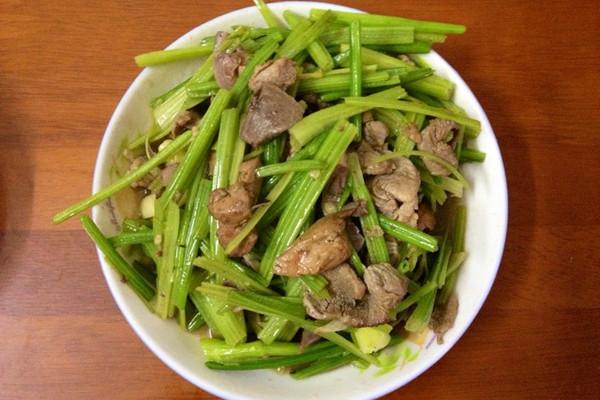 「超快手」芹菜炒肉的做法