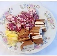 家常小炒圆白菜的做法图解1