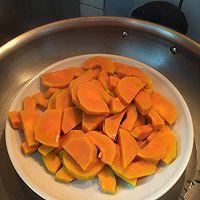 咸蛋黄焗南瓜的做法图解1