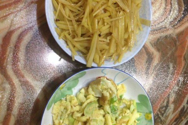 土豆丝和炒鸡蛋的做法