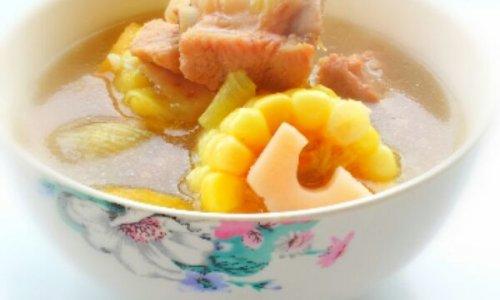 产妇进补汤品——莲藕玉米排骨汤的做法