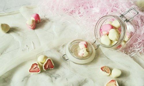 冻干草莓夹心巧克力的做法