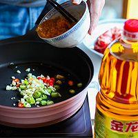 酸汤肥牛#金龙鱼营养强化维生素A纯香菜籽油#的做法图解7