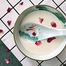 沙湾特色 玫瑰姜汁撞奶