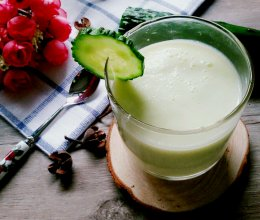 黄瓜苹果酸奶汁(喝出A4腰)的做法
