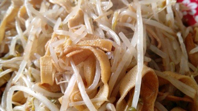 豆芽炒豆皮的做法