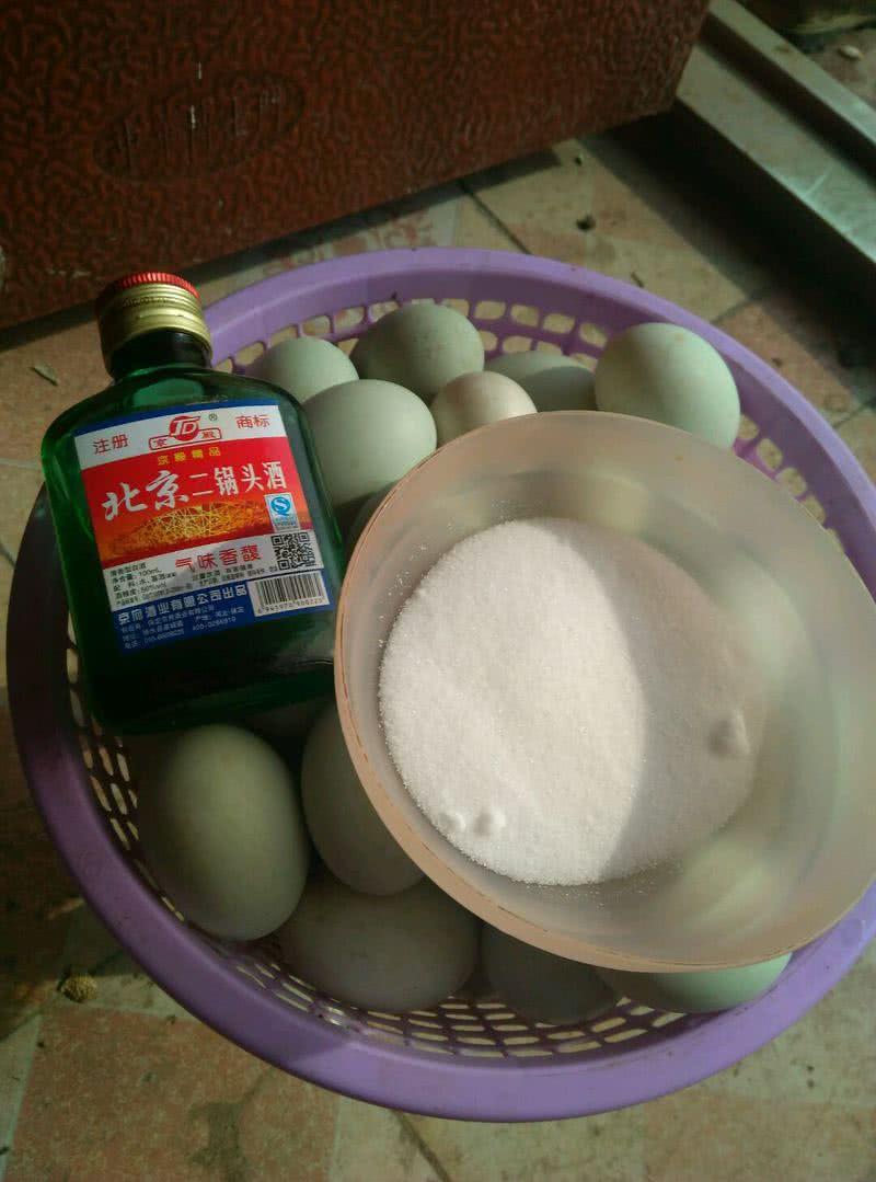 腌鸭蛋的做法_【图解】腌鸭蛋怎么做如何做好吃_腌_城