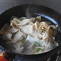 【大喜大牛肉粉试用之二】----辣白菜烧豆皮的做法图解6
