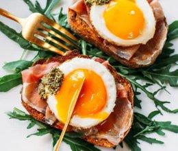 INS上火爆的生牛肉鸡蛋面包早餐的做法