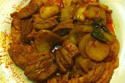辣白菜炒五花肉土豆片