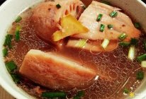 墨鱼干猪龙骨莲藕汤的做法