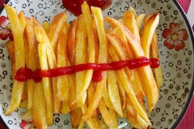 炸薯条(不去用去KFC,在家也能吃到美味的炸薯条。)