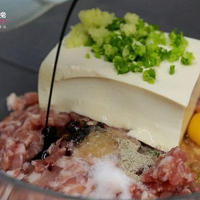 香酥入味的豆腐猪肉丸子来一个吗?的做法 步骤2
