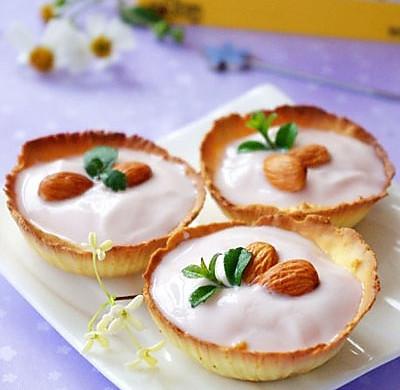 美味杏仁酸奶蛋黄哒