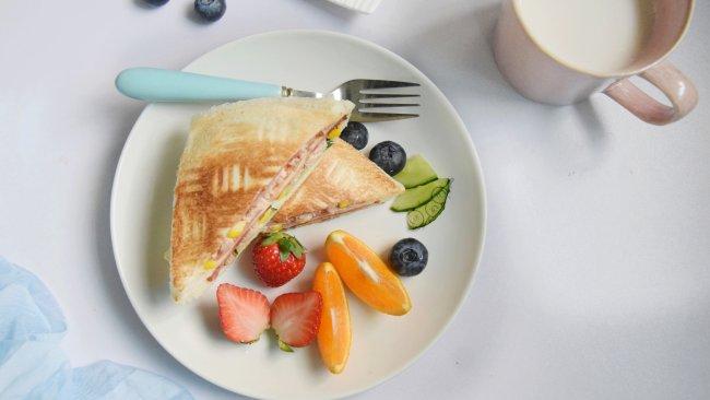 快手早餐金枪鱼培根三明治的做法
